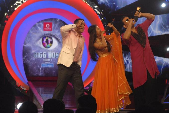 Salman,Akshay And Asin Perform A Dance On The Sets Of Bigg Boss 6