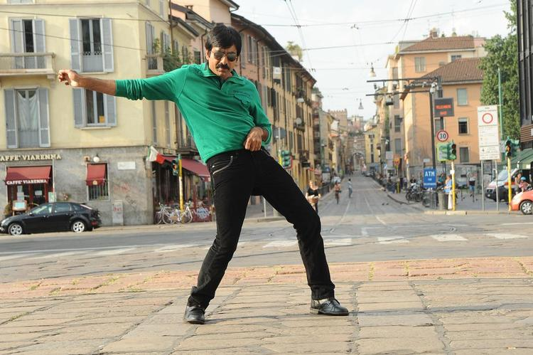 Ravi Teja Rocking Pose From Sarocharu Movie