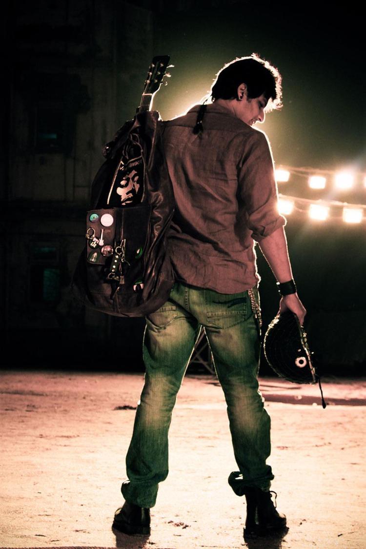Jiiva Stylish Back Look Photo From Movie David
