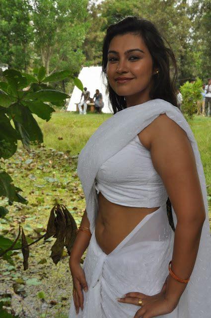 Varsha Sizzlinng Photo Shoot In Saree