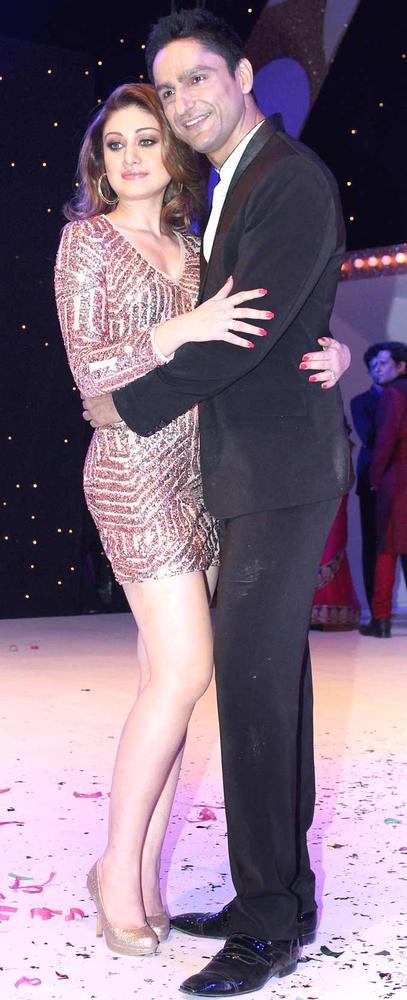 Hot Shefali With Boyfriend Parag Sexy Pose For Camera At The Launch Nach Baliye