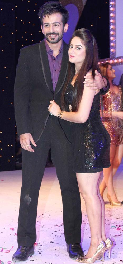 Jay With Wife Mahi Gill Close Hug Still At The Launch Of Nach Baliye Season 5