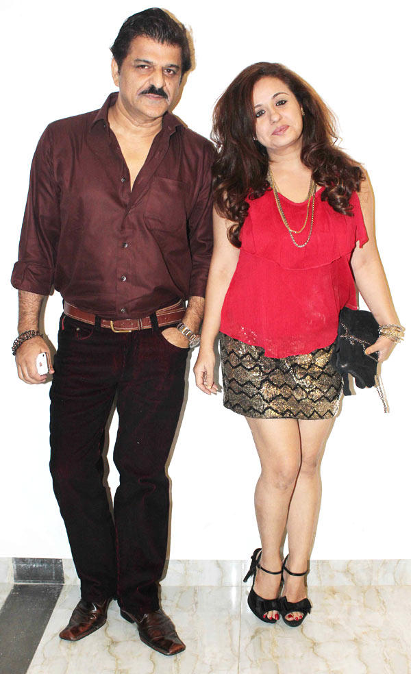 Rajesh And Vandana Smiling Still At Karishma Tannas Birthday Bash