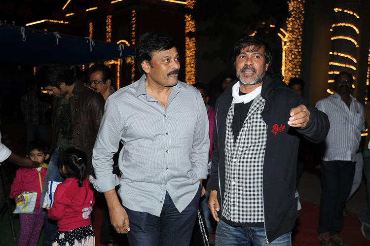 Chiranjeevi Arrived At Naayak Movie Sets During An Item Song