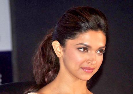 Deepika Padukone Dazzles At Zee Cine Awards Press Conference