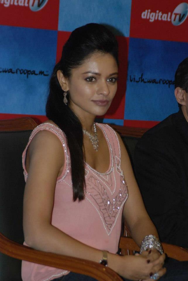 Pooja Nice Snapp At Vishwaroopam Airtel DTH Launch Event
