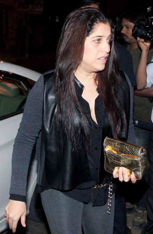 Sabina Khan Walks On At Bunty Walia Wedding Reception Bash
