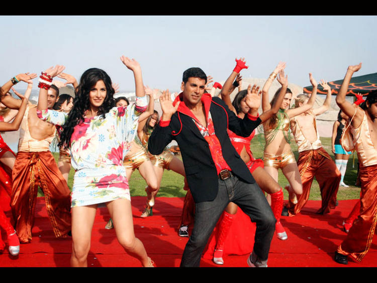 Katrina Kaif with Akshay Kumar Sexy Dance Still