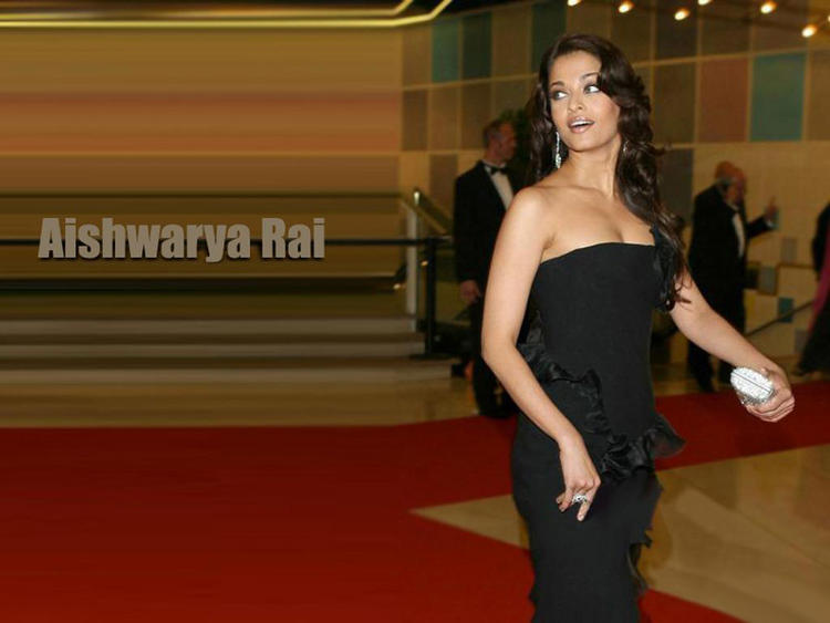 Aishwarya Rai Open Boob Pic In Amazing Gown