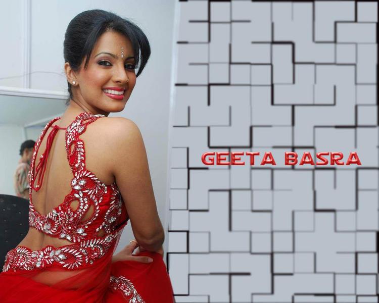 Geeta Basra Sexy Blouse Wallpaper