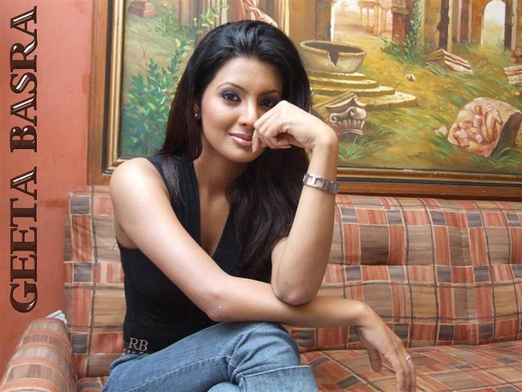 Geeta Basra Sweet Face Look Wallpaper