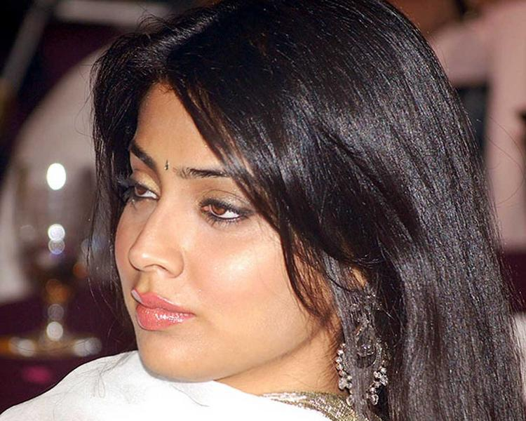 Shriya Saran Pink Lips Glamour Still
