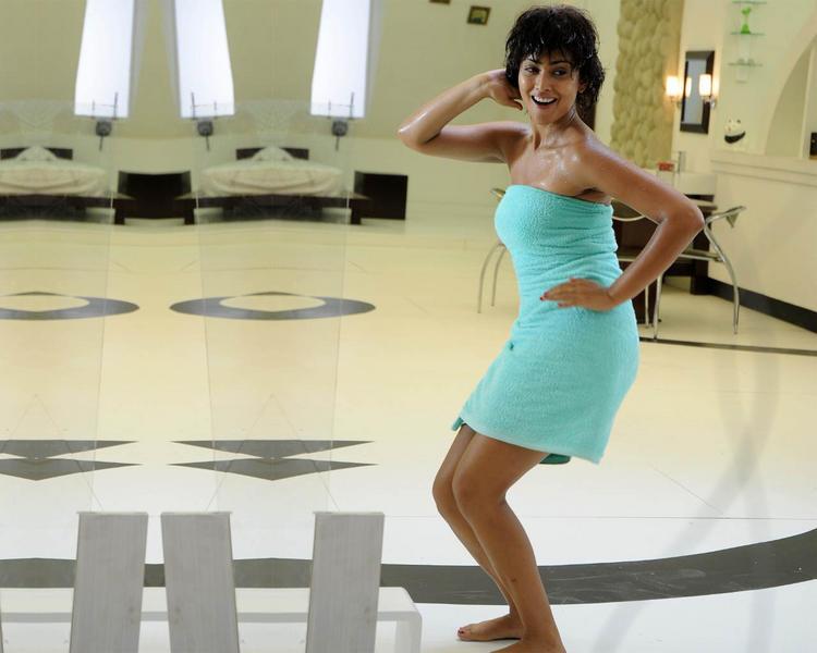 Shriya Saran Sexy Dance Pic In Towel