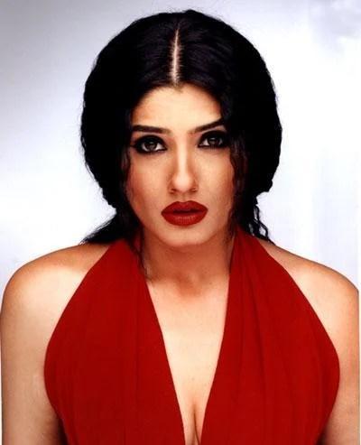 Raveena Tandon Red Wet Lips Wallpaper
