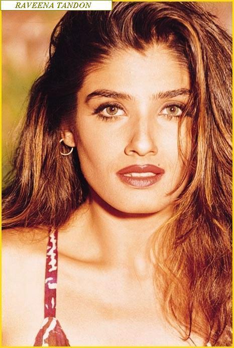 Raveena Tandon Sexy Eyes and Wet Lips Wallpaper
