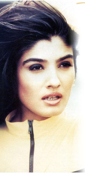 Raveena Tandon Sexy Face Wallpaper