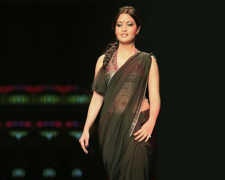 Riya Sen Transparent Saree Pic