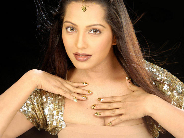 Meghna Naidu Romantic Face Look Wallpaper