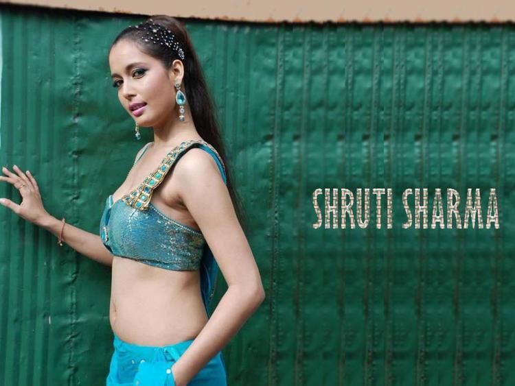 Shruti Sharma Sexy Look Wallpaper
