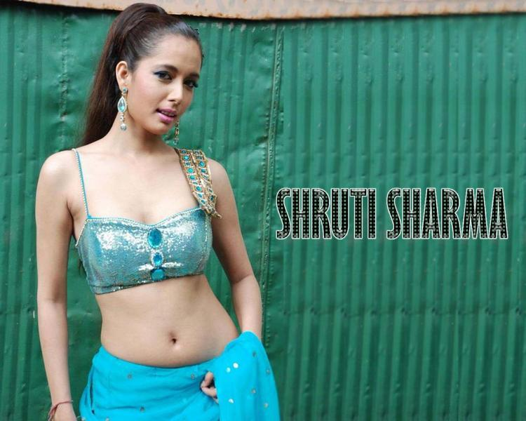 Shruti Sharma Sexy Navel Exposing Wallpaper