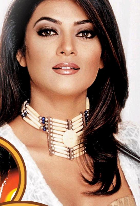 Sushmita Sen Dazzling Face Look Wallpaper