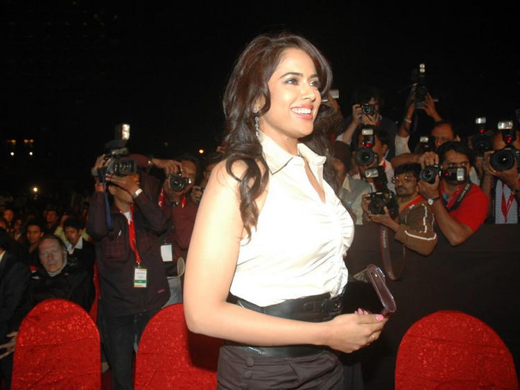 Sameera Reddy Side Face Gorgeous Pic