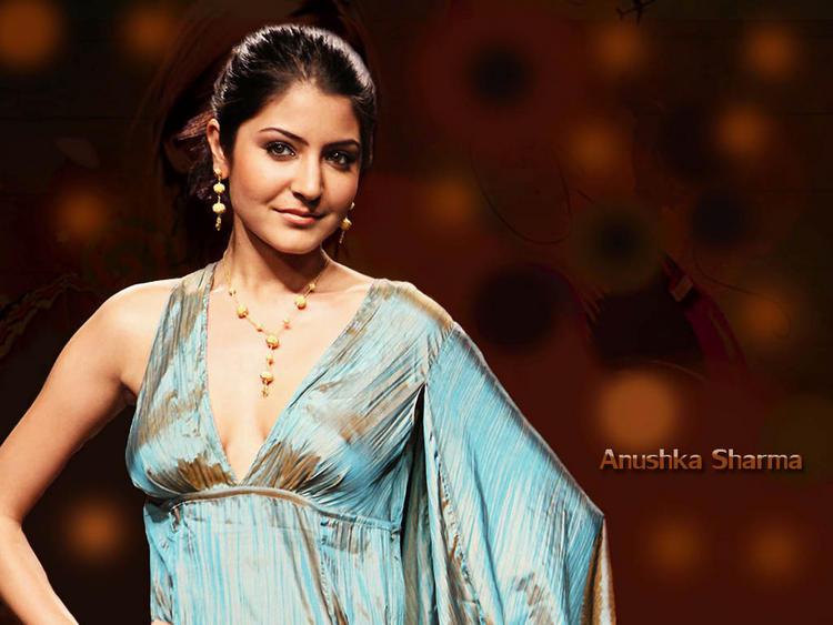 Anushka Sharma Glamorous Look Wallpaper