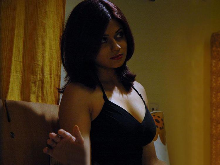 Shamita Shetty Short Hair Sexy Boob Show Pic