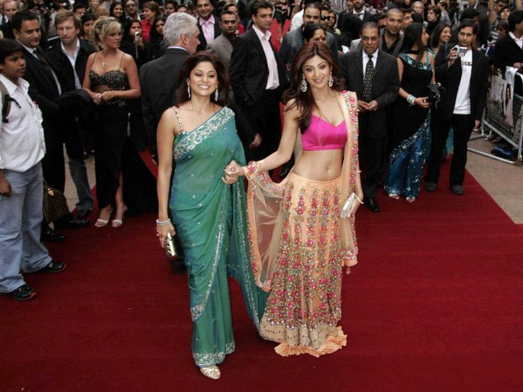 Shilpa Shetty with Her Sister Shamita Shetty On Red Carpet
