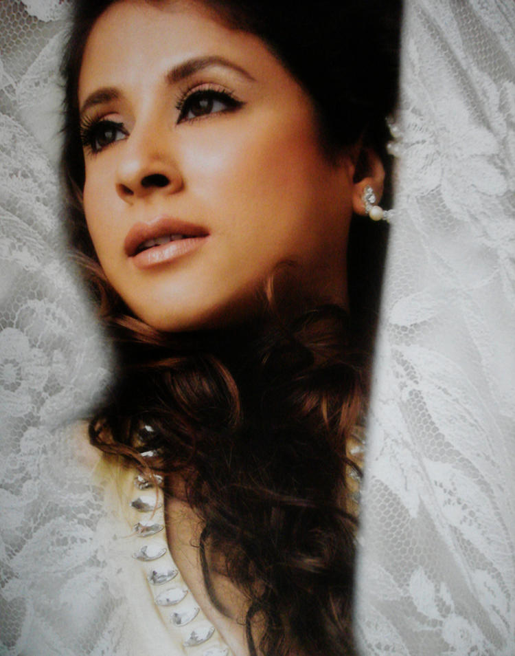 Urmila Matondkar Hot Romantic Face Look