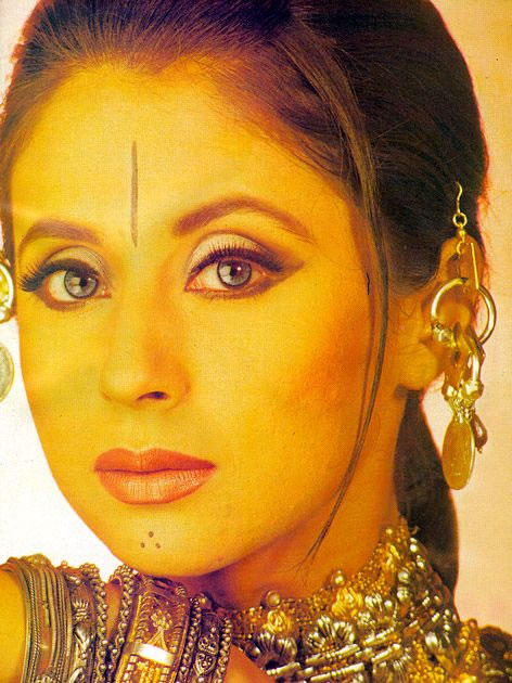 Urmila Matondkar Sexy Smoky Eyes Look Wallpaper