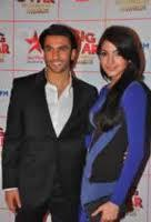 Anushka Sharma and Ranveer Latest Still