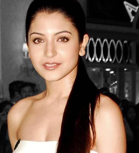 Anushka Sharma Glazing Eyes Look Pic