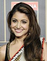Smiling Babe Anushka Sharma In Saree