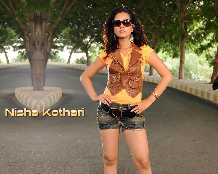 Nisha Kothari Stylist Wallpaper Wearing Goggles