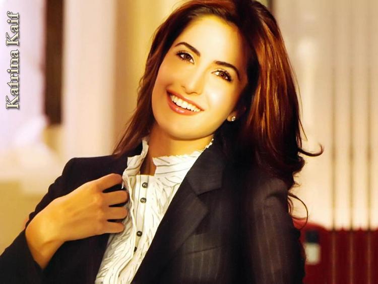 Katrina Kaif Gorgeous Smile Face Look Wallpaper