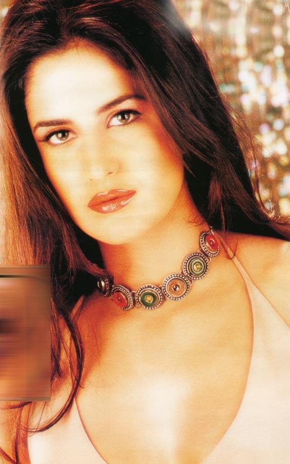 Katrina Kaif Wet Face Look Wallpaper