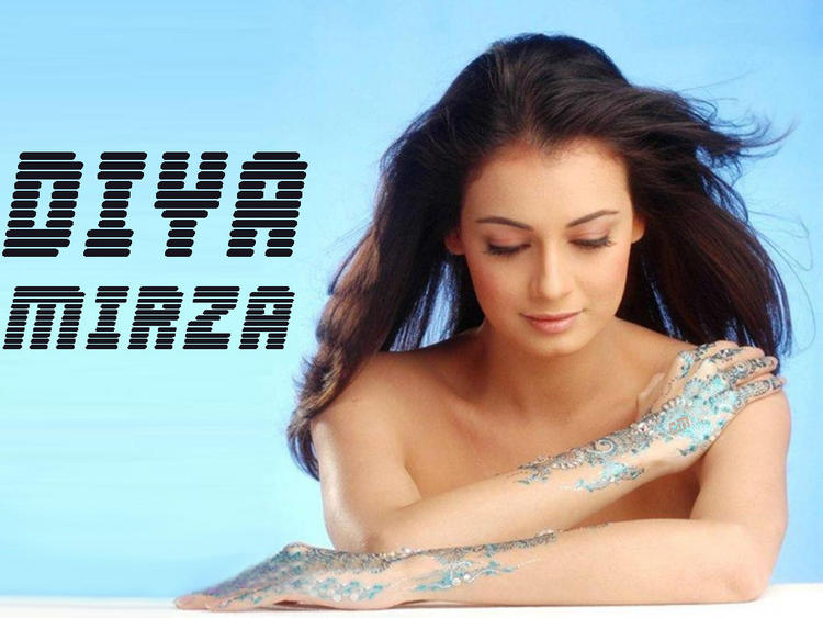 Diya Mirza Beautiful Mehendi Pose Wallpaper