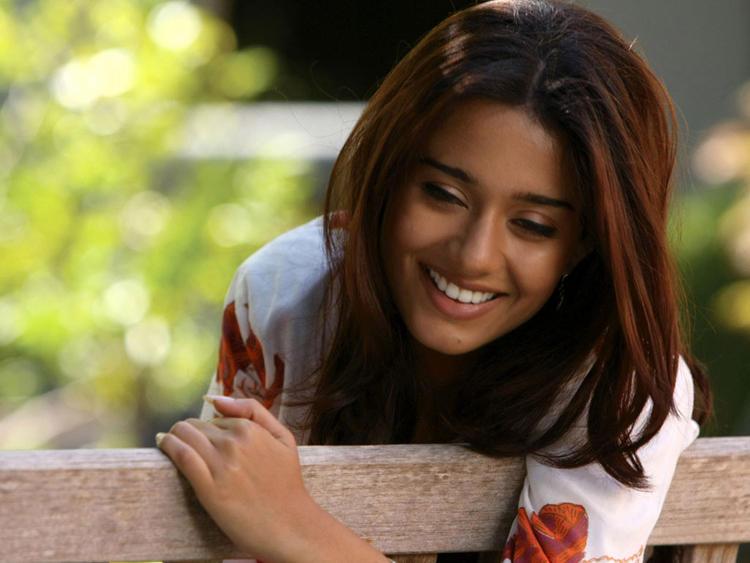 Amrita Rao Sweet Smile Pic