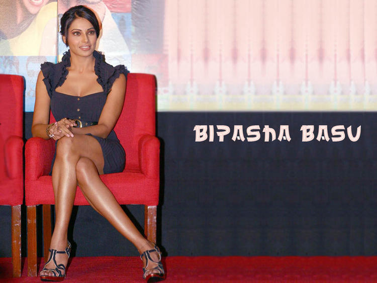 Bipasha Basu Glossy Legs Pose Wallpaper