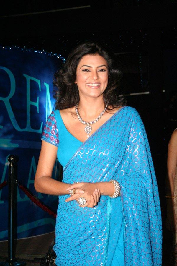 Sushmita Sen Looking Gorgeous In Teal Color Saree