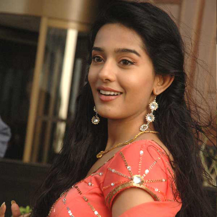 Amrita Rao Sweet Beauty Smile Pic