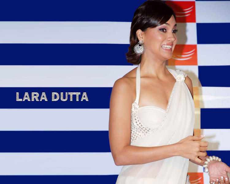 Lara Dutta Sexy White Saree Wallpaper