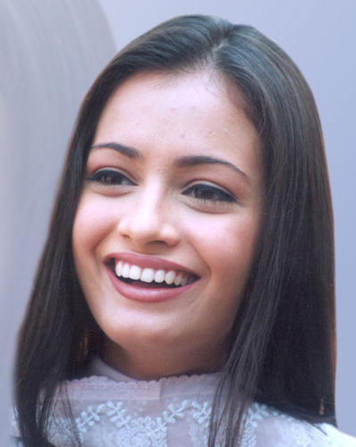 Diya Mirza Smiling Face Look Wallpaper