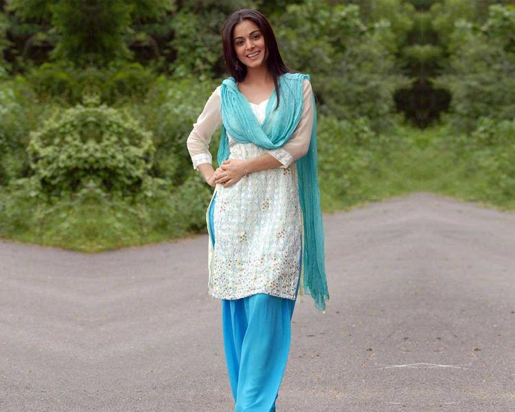 Shraddha Arya In Salwar Suit Photo