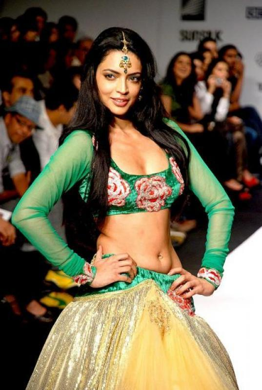 Shweta Bhardwaj Wearing Sexy Lengha