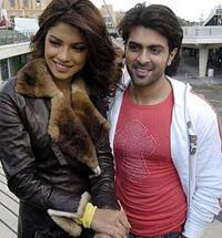 Harman Baweja And Priyanka Chopra Smiling Pics