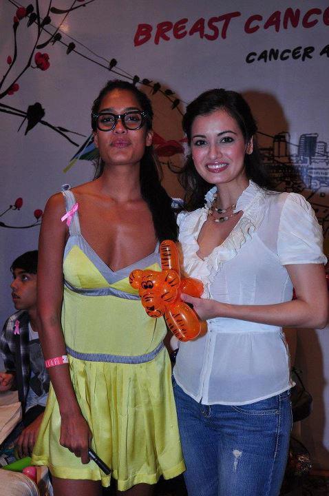 Dia Mirza,Lisa Haydon Poses at Elle Breast Cancer Carnival