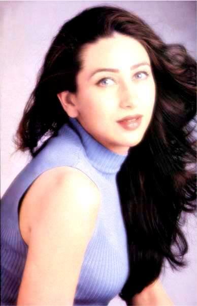 Karishma Kapoor Attractive Fairy Face Look Wallpaper