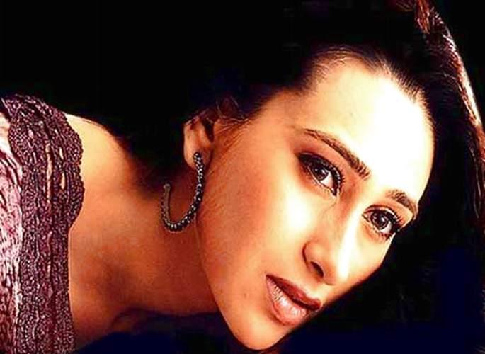 Karishma Kapoor Romancing Look Wallpaper